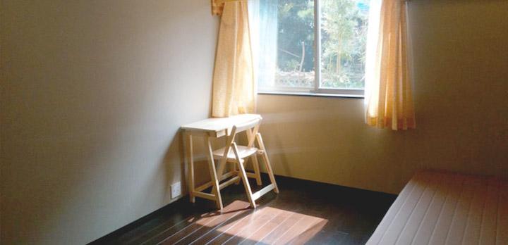 落ち着きのあるカラーでまとめた102号室